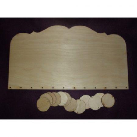 Fa születésnapi tábla (kb. 350*195*6 mm) 12 db fa lappal (kb. 40*40*3 mm)